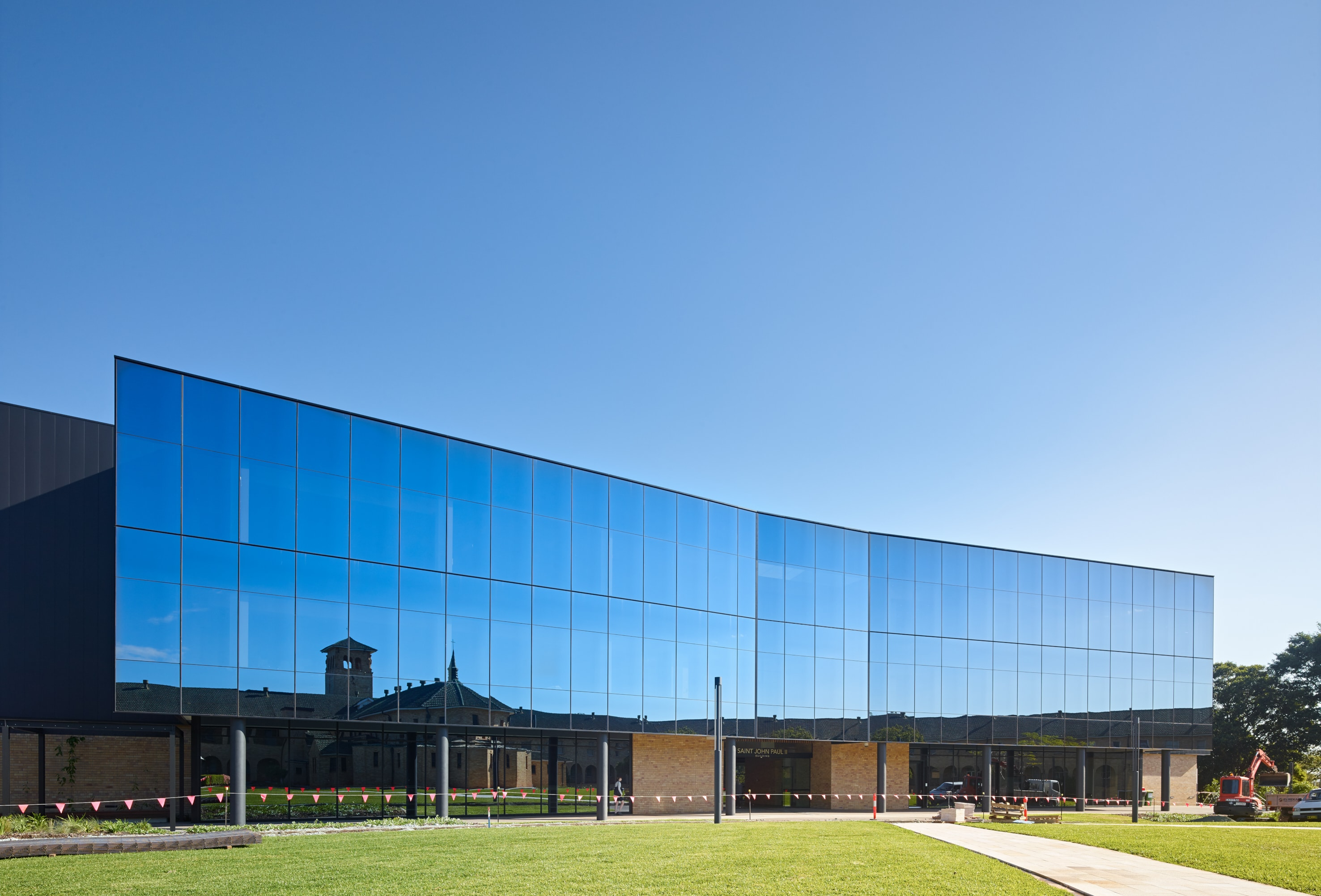 Building T, ACU by Tomkins Commercial
