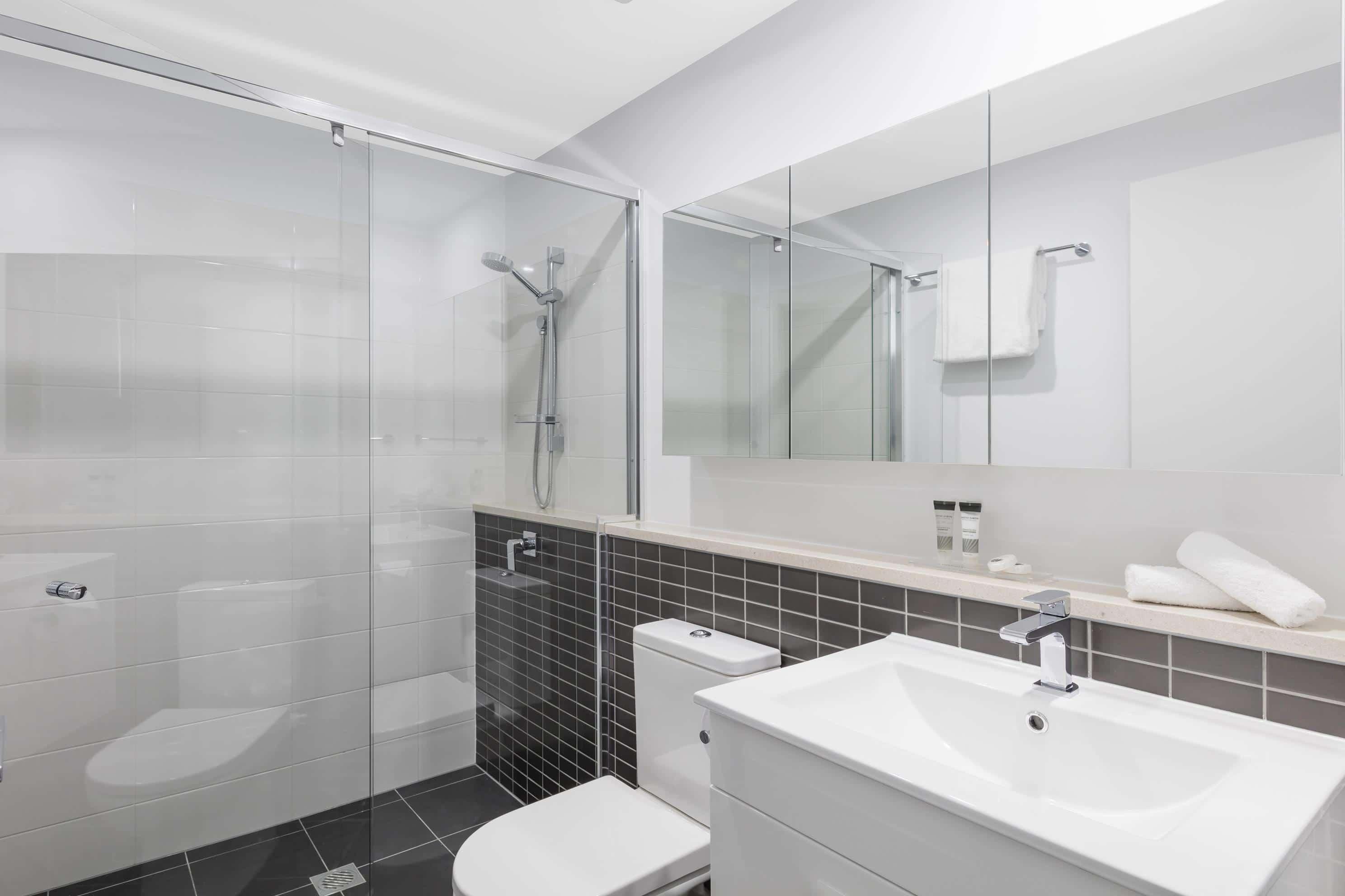 Oaks-Woolloongabba-2-Bedroom-Bathroom-2_low res