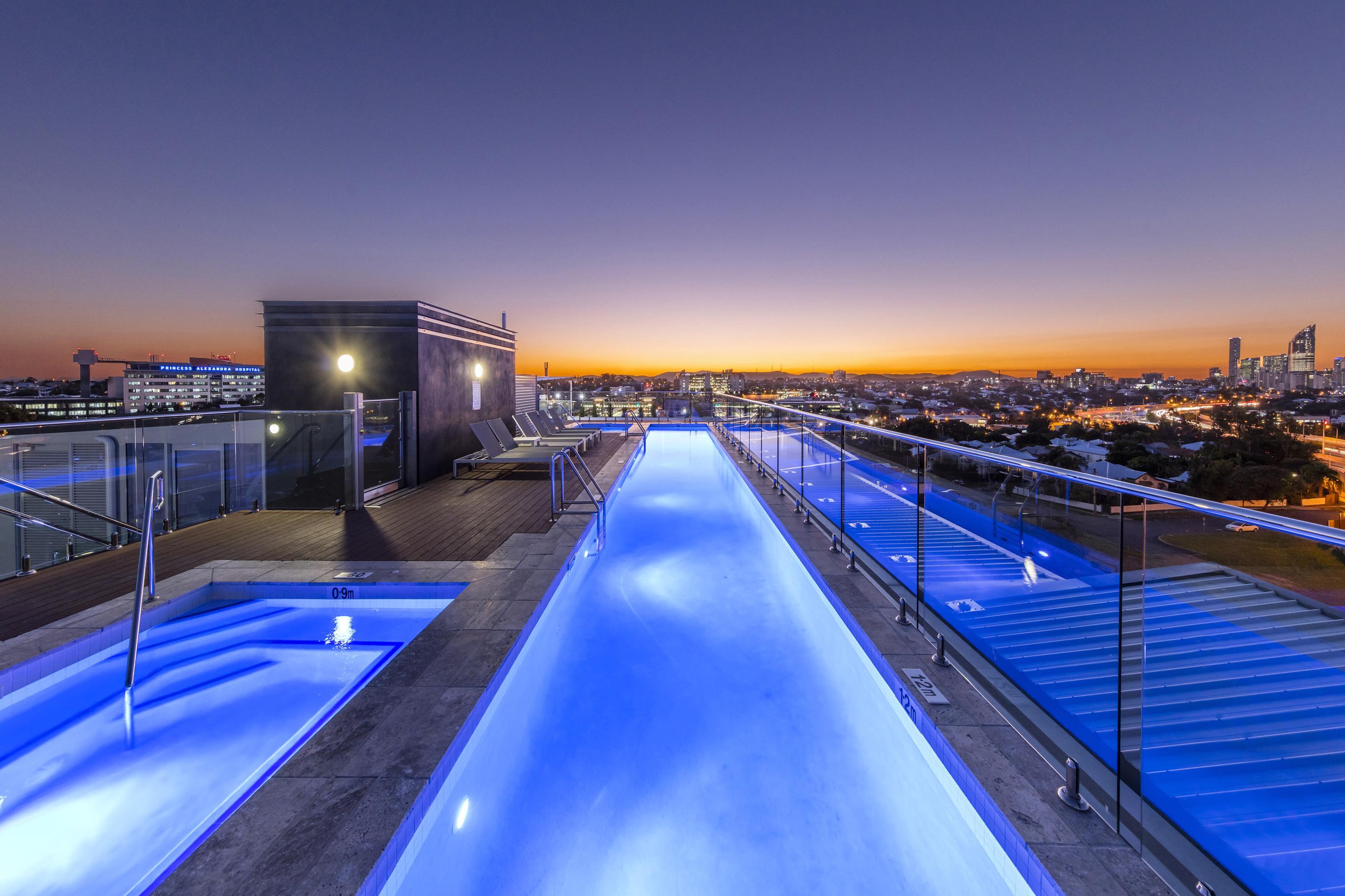 Oaks-Woolloongabba-Rooftop-Swimming-Pool-3_low res